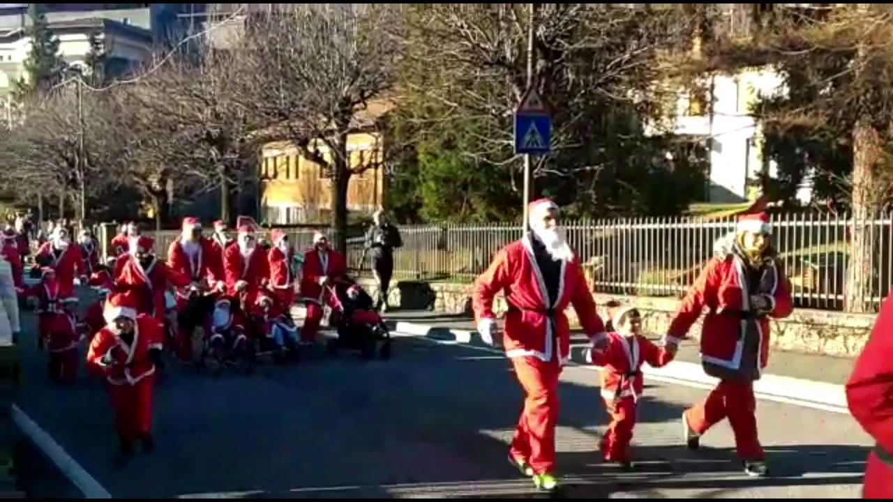 La Corsa dei Babbi Natale a Castione della Presolana