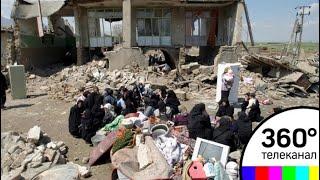 Число жертв землетрясения в Иране превысило 300 человек