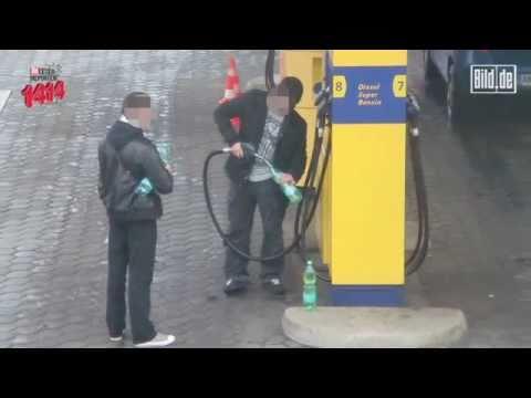 Wenn das Benzin der Scheck endet flammt auf