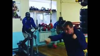 Павел Маликов показал работу с подвесным мячом