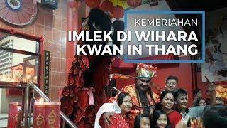 Meriahnya Perayaan Malam Imlek di Kwan In Thang, Dewa Rezeki Bagi Angpau Hingga Kembang Api
