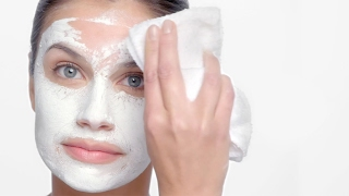 How to Apply SkinCeuticals Clarifying Clay Masque