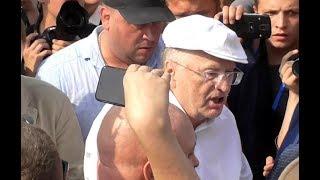 Жириновский уносит ноги с акции протеста против пенсионной реформы 09.09.2018.