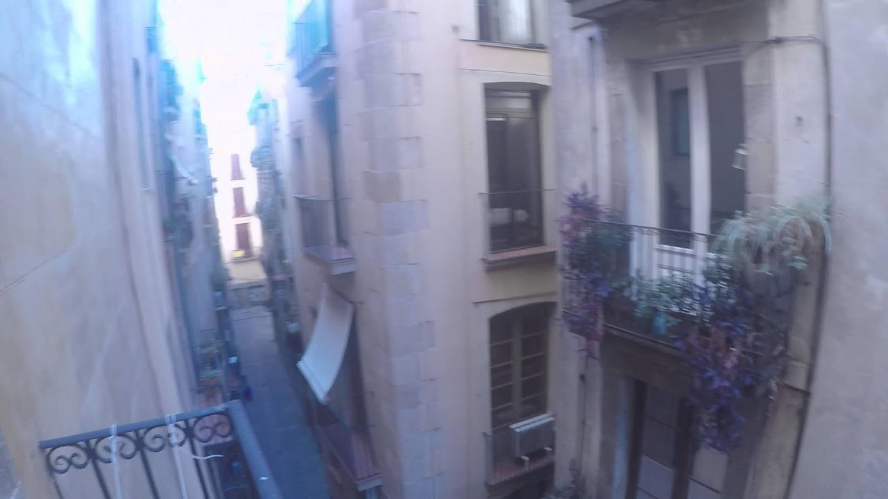 Modern one bedroom apartment with AC and balcony, available in Barri Gotic