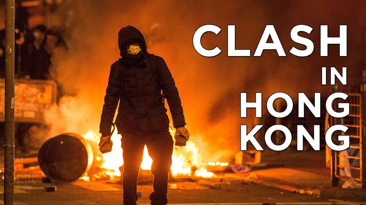 Police and Protesters Clash in Mong Kok, Hong Kong | China Uncensored thumbnail