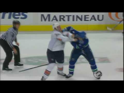Steve MacIntyre vs Rob Davison