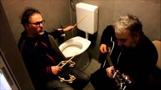 preview picture of video 'BETTI BARSANTINI - Pavoni + Puzza di Sangue (Bathroom Session 2014 live HD-Stereo - Avellino)'