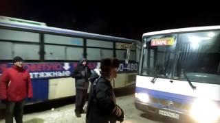 У въезда на территорию ПАТП с 19 часов стали скапливаться автобусы