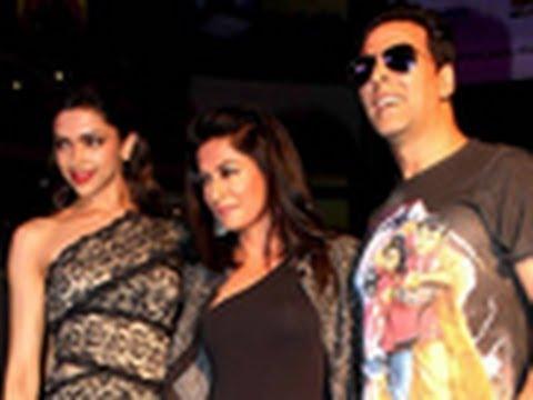 Desi Boyz Trail: Shoppers Stop | Akshay Kumar, John Abraham & Deepika Padukone