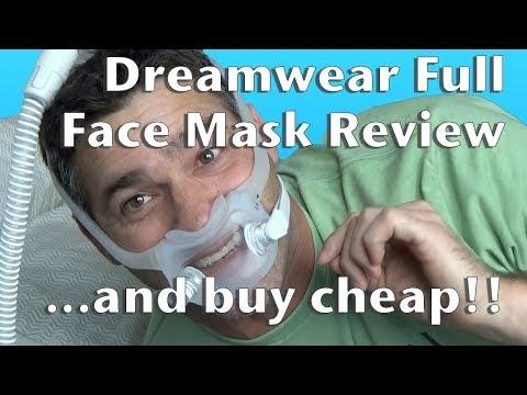 Das Auftragen der Masken auf die Gesichtshaut