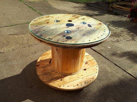 Tisch aus einer Kabeltrommel