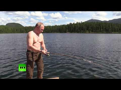 Prezident Putin chytil na Sibiři štiku. Nelehký souboj pod vodní hladinou trval 2 hodiny