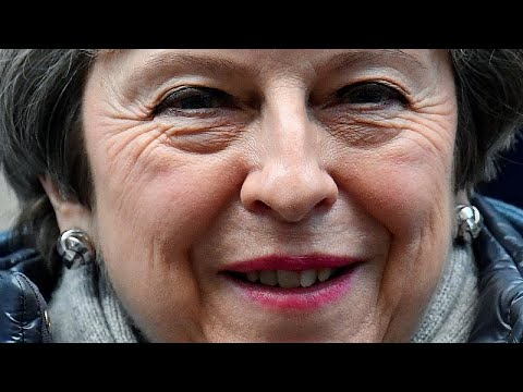 Brexit: Η Τερέζα Μέι ψάχνει την «χρυσή τομή»