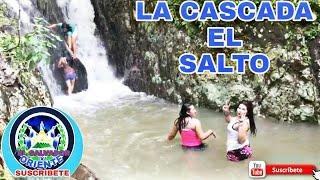 MUJER SALVADOREÑA BAÑANDO EN EL PARAISO , CASCADA, SALTO,,,