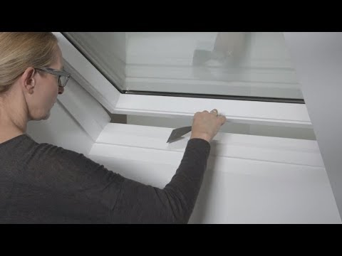 Anwendung des Acryl-Feinspachtel-Sets bei VELUX Dachfenstern