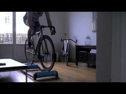 Lexercice pour les muscles du dos dans les conditions domestiques de vidéo