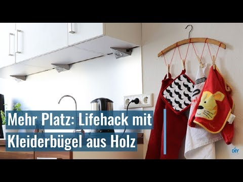 Mehr Platz: Lifehack mit Kleiderbügel aus Holz