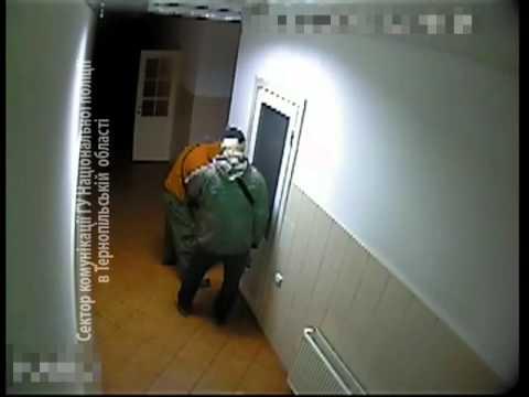 Камери зафіксували як грабіжники викрадають сейф на Теребовлянщині (ВІДЕО)