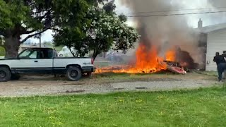 One person has died and another is injured following the crash of a Canadian Forces Snowbirds jet in Kamloops, B.C., on Sunday.  Thumbnail photo credit: Kenny Hinds/Canadian Press   To read more: http://cbc.ca/1.5573930  »»» Subscribe to CBC News to watch more videos: http://bit.ly/1RreYWS  Connect with CBC News Online:  For breaking news, video, audio and in-depth coverage: http://bit.ly/1Z0m6iX Find CBC News on Facebook: http://bit.ly/1WjG36m Follow CBC News on Twitter: http://bit.ly/1sA5P9H For breaking news on Twitter: http://bit.ly/1WjDyks Follow CBC News on Instagram: http://bit.ly/1Z0iE7O  Download the CBC News app for iOS: http://apple.co/25mpsUz Download the CBC News app for Android: http://bit.ly/1XxuozZ  »»»»»»»»»»»»»»»»»» For more than 75 years, CBC News has been the source Canadians turn to, to keep them informed about their communities, their country and their world. Through regional and national programming on multiple platforms, including CBC Television, CBC News Network, CBC Radio, CBCNews.ca, mobile and on-demand, CBC News and its internationally recognized team of award-winning journalists deliver the breaking stories, the issues, the analyses and the personalities that matter to Canadians.