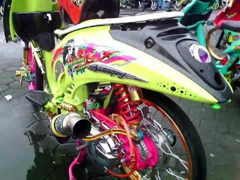 Video Buat yang punya motor matic, lihat ini ( Inspirasi Modifikasi Matic Honda Scoopy Thailand Look Full
