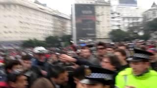 Hippies De La Masa Critica Vs Policia