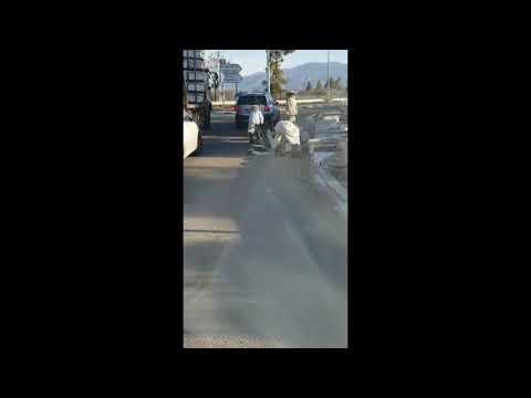 в Израиле пчёлы упали с грузовика при перевозке