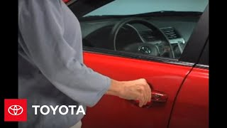 2007 - 2009 Camry How-To: Regular Key - Lock / Unlock Doors | Toyota