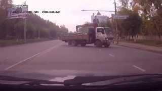 Смотреть онлайн Погоня в Кирове за Шевроле после ДТП