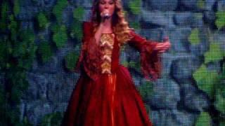 Taylor Swift Love Story LIVE Fresno 4/10/10 dress gets caught