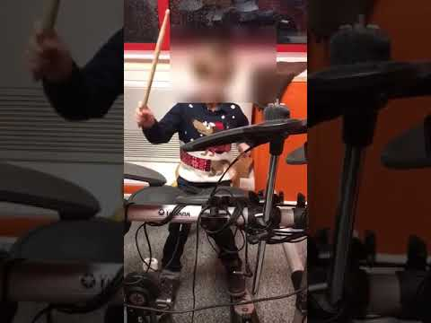 6 yr old Joabe playing along to 'Jingle Bells'