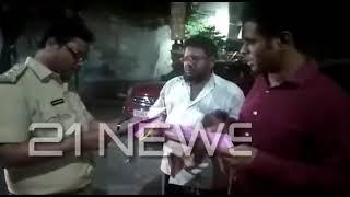 Rta Officer Gst ki Checking Mozam Jhi Market Per Kar rahe Hai. Lorry ko Roker Talshi Lijahra Hai...