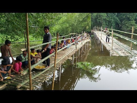 Build Bamboo Bridge For Villagers To Cross Sub River - Chicken Hodgepodge Cooking To Feed Builders