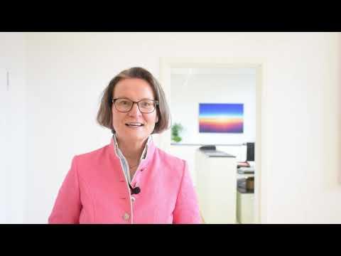 NRW Ministerin Ina Scharrenbach zum förderungswürdigen Projekt Brunnenhof