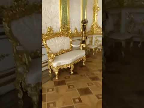 Mãe da Fome no O Palácio de Catarina é um palácio Rococó da Rússia, que serviu de residência de Verão aos Czares. Fica localizado na cidade de Tsarskoye Selo, 25 quilómetros a Sudeste de São Petersburgo.