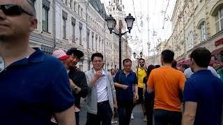 Чемпионат мира по футболу 2018 .Москва .Болельщики на Никольской улице