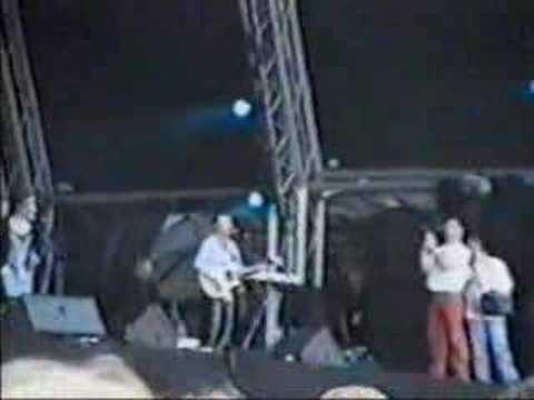 The Corrs Live - Heaven knows (Andrea drops mic) - County Cork - 1996
