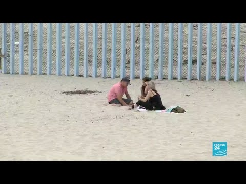 'Pinky promises' in Tijuana: separated families at the Mexico-US border