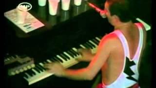 Queen - Freddie Mercury + Tom Chaplin (Hard life)