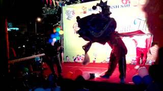 preview picture of video 'Múa lân vui trung thu cho các cháu tại trường mầm non ÁNH SAO 2014'