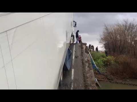 В Приморском крае под фурой рухнул мост
