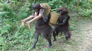 Primitive Life - Ethnic girl catching catfish meets with Forest people - Forest people grilled fish