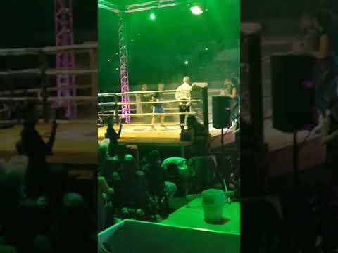 Λεωνίδας Σωπρανίδης: Μπήκε στο ρινγκ κρατώντας τη σημαία του Πόντου και ακούγοντας τον… πυρρίχιο — Αποθεώθηκε από τους θεατές (βίντεο)