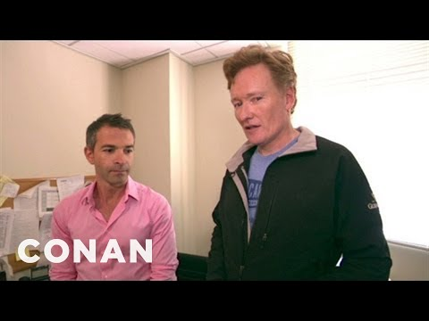Conan Furloughs Non-Essential Staffers (видео)