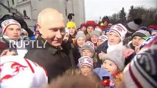 Russia:YoulooktalleronTV–kidsdazzlePutinatKremlinNewYear'sevent