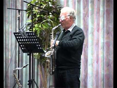 Saxofonist Ben Wissink brengt 'muziek van toen' bij Alzeimer Café