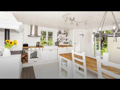 Der kühle nordische Hauch durch eine skandinavische Landhausküche