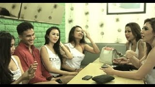 Download Video Aksi Menggoda The Waiting Man - Soopergirl Hunt 2012 MP3 3GP MP4
