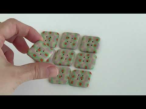"""25 mm – 9 vnt. Kvadratinės raštuotos sagos """"Vintažinis žaisliukas"""" (BT261)"""