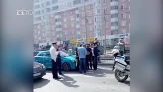 На Уралмаше в аварию попал инспектор ГИБДД на мотоцикле