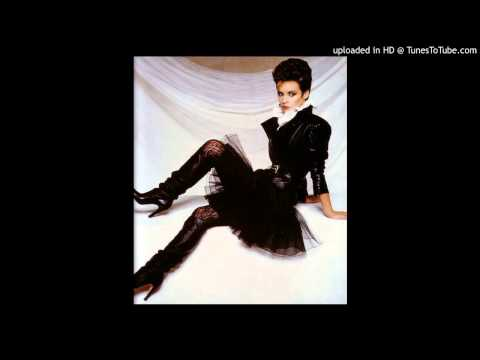 Sheena Easton - (She's In Love) With Her Radio